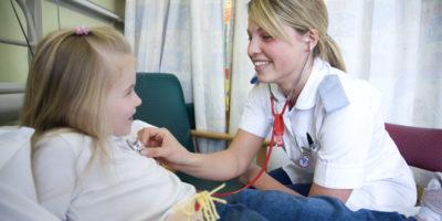 Nurse-with-patient-1